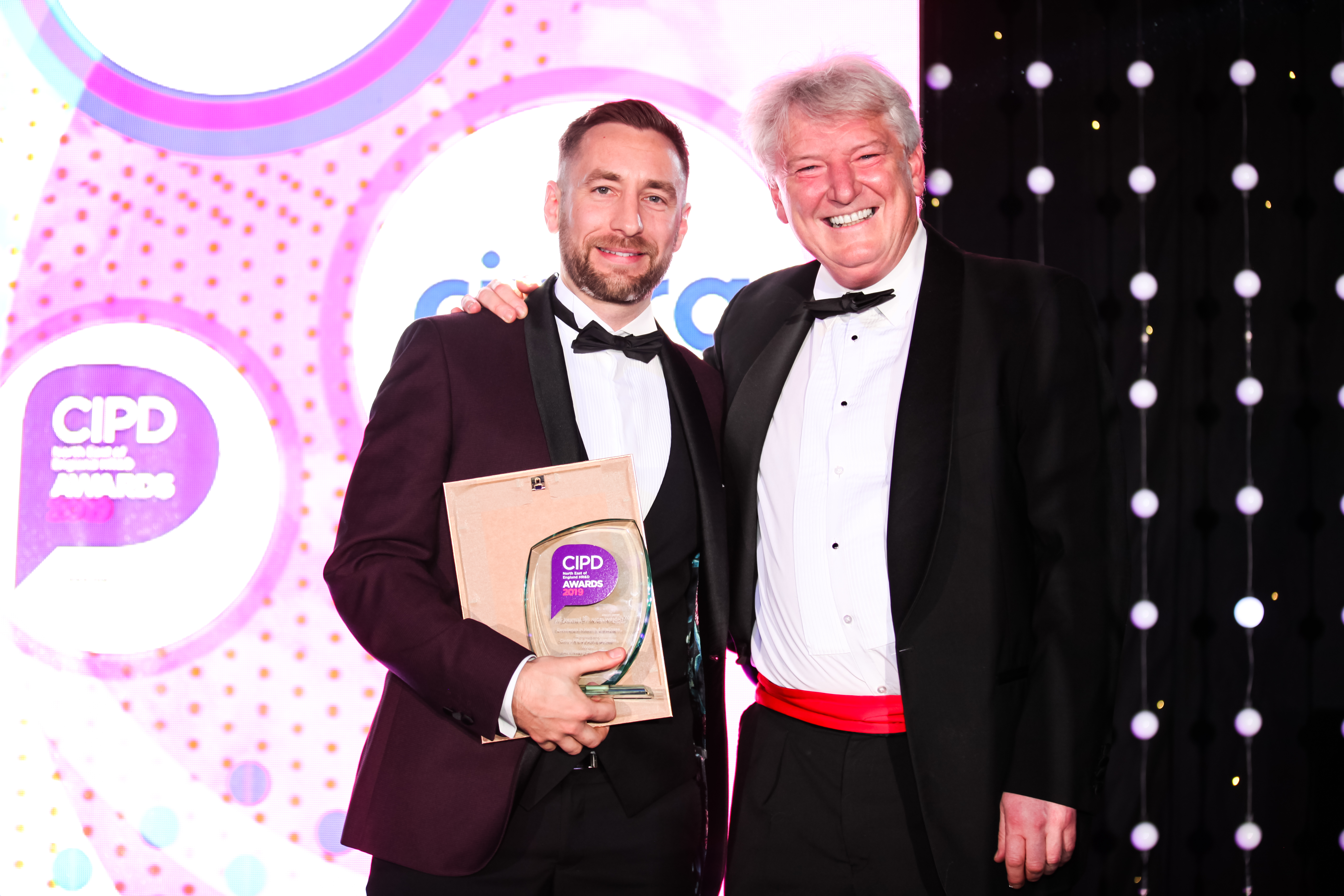Carsten Staehr, CEO, Cintra HR & Payroll presenting the award to Aioi Nissay Dowa Europe